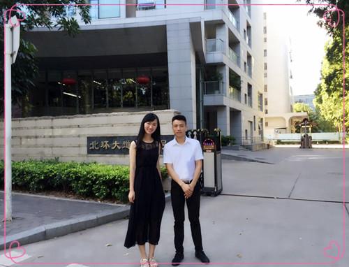 思诚New学堂 和学员在深圳企业前合影